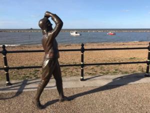 2018 09 HERNE BAY - Statue de l'aviatrice Britannique Amy Johnson - Catherine Francis-Yeats