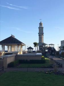 2018 11 HERNE BAY - Tour de l' Horloge (1) - Catherine Francis-Yeats